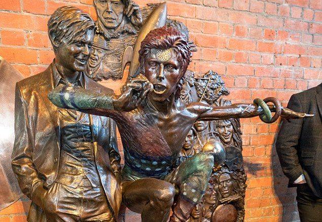 david-bowie-statue2